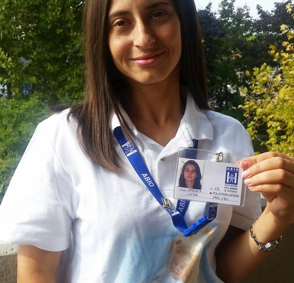 Questa immagine ha l'attributo alt vuoto; il nome del file è Sabina-Loda-Responsabile-della-comunicazione-ABIO-Brescia-1024x988.jpg